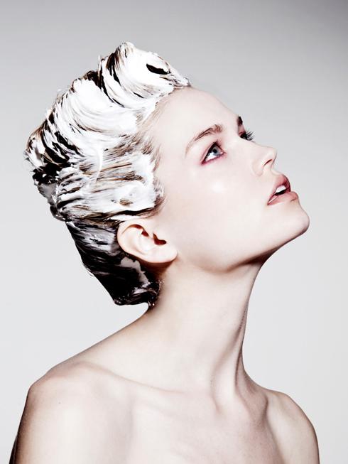 Đổi sang dùng dầu gội đặc trị tóc hư tổn