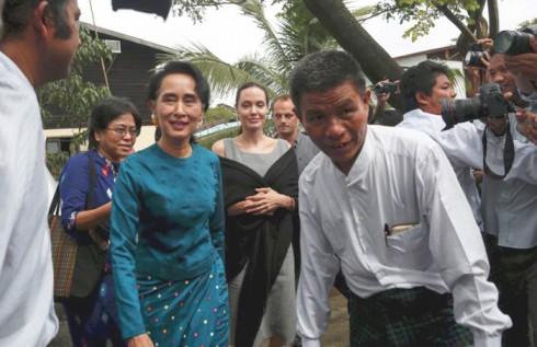 Gặp gỡ với lãnh tụ đảng NLD của Miến Điện, Aung San Suu Kyi trong chuyến viếng thăm Miến Điện vào năm 2014.