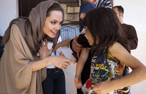 Gặp gỡ một bé gái tị nạn người Syria tại Lebanon năm 2012.