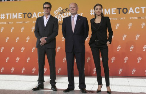 Cặp đôi Brangelina và William Hague tại cuộc họp cấp cao End for sexual Violence in Conflicts tại London.