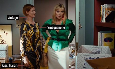 Đầm suông có hoa văn lạ mắt của thương hiệu Sinéquanone,phụ kiện đi kèm là nhẫn Yassi Harari và hoa tai vintage