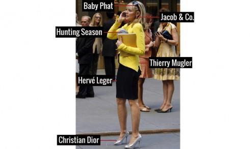 Thời trang công sở năng động với áo vest Thierry Mugler, chân váy Hervé Leger, giầy Dior, mắt kính Baby Phat, bông tai Jacob & Co và túi Hunting Season