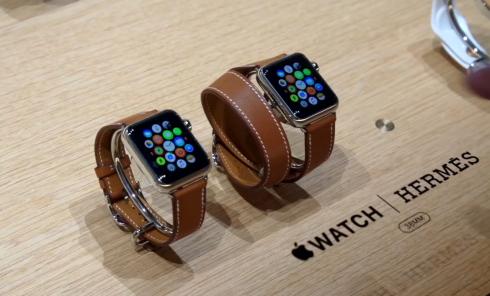 Những hình ảnh đầu tiên được ghi nhận tại cửa hàng Apple, cho thấy vẻ đjep itnh xảo của chiếc đồng hồ công nghệ này.