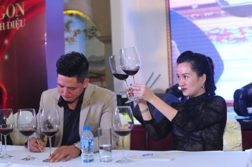 Thử rượu Vang Chateau Dalat