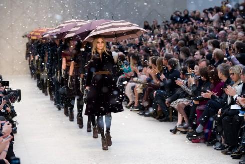 4 Tuần lễ Thời trang nổi tiếng diễn ra theo thứ tự: New York, London, Milan và cuối cùng là Paris.
