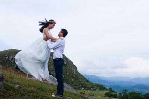 Chụp ảnh cưới trên Đồng Cao lộng gió
