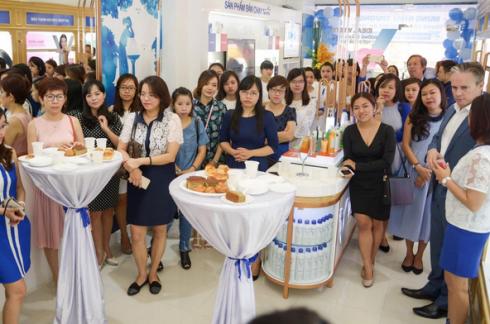 Buổi khai trương có sự tham gia của ban lãnh đạo công ty và các vị khách quý