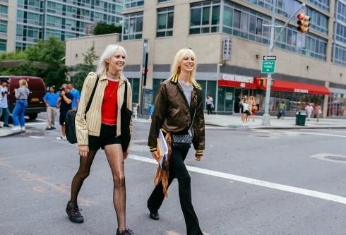 Tinh thần thời trang đường phố những năm 90s trở lại.