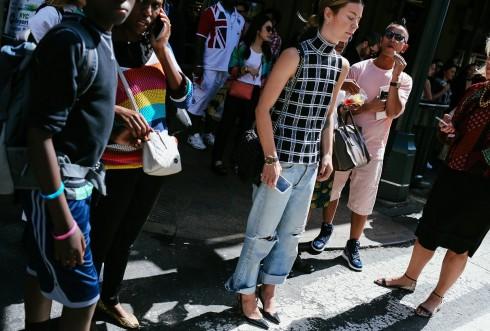 Quần jeans xé rách