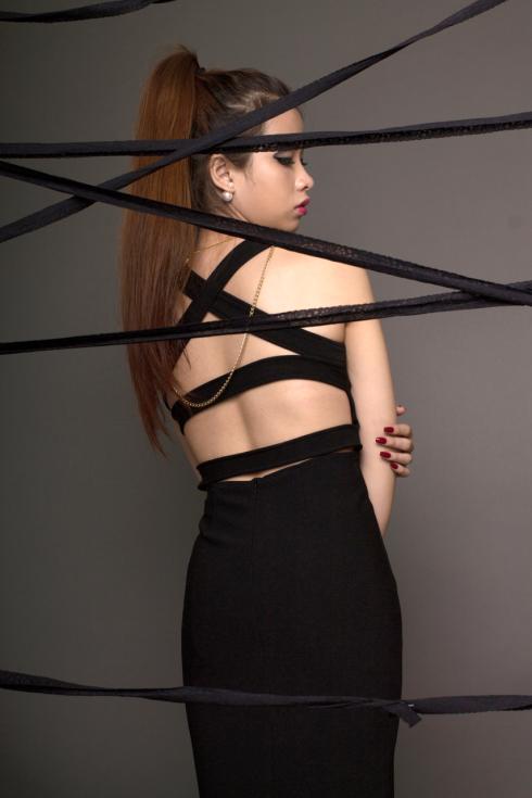 Đầm ôm, lưng trần có dây đan