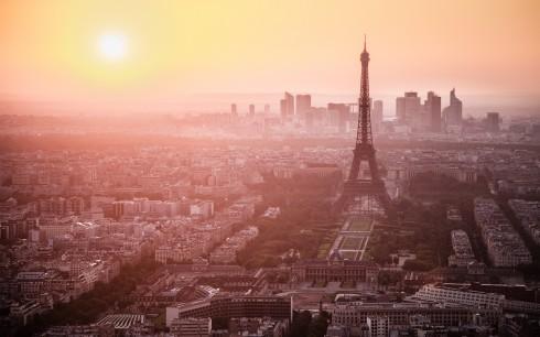 Toàn cảnh thành phố Paris tráng lệ dưới ánh hoàng hôn