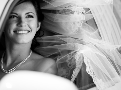 Cô dâu xinh tươi chuẩn bị tham dự ngày lễ trọng đại của cuộc đời mình