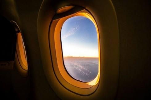Quang cảnh từ trong máy bay nhìn ra ngoài (Photo: Ho Ny)