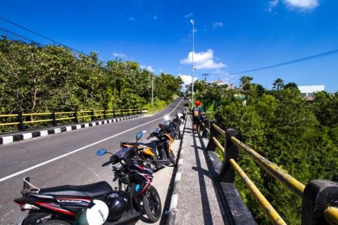 Xe máy là phương tiện di chuyển thuận lợi và rẻ tiền nhất ở Bali. Giá thuê xe máy thông thường khoảng 80.000IDR/ngày (Photo: Ho Ny)