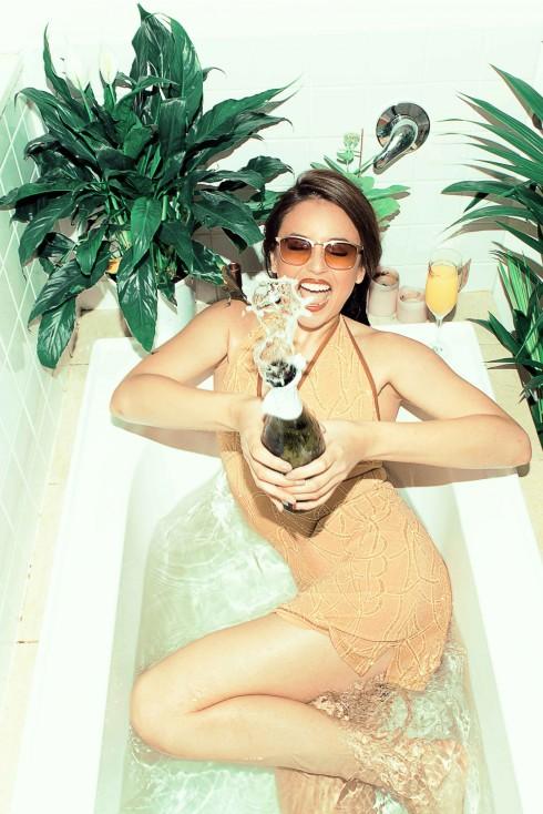 Hơn 60 mẫu kính mát thời trang mang thương hiệu cao cấp Sunnies Studios.