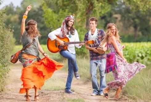 thoi trang thap nien 60 hippie style