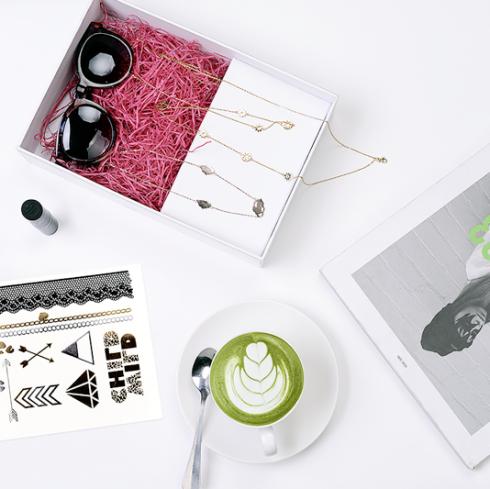 """Chiếc hộp """"Ngẫu hứng khám phá"""" với những """"item"""" thời trang cá tính"""