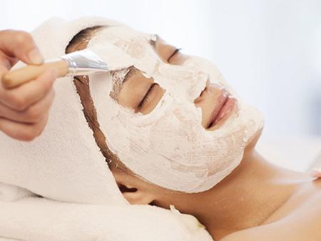 Đắp mặt nã cũng hỗ trợ dưỡng trắng da an toàn mà hiệu quả.