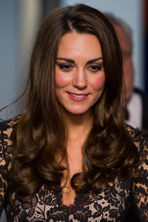 Kiểu tóc đẹp của công nương Kate Middleton - tóc xõa
