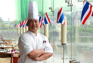 Bếp trưởng Attasit Tocomme đến từ  JW Marriott Khao Lak Resort & Spa, Phang Nga, Thái Lan