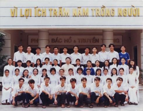 Các thành viên lớp 12A6 trường PTTH Bùi Thị Xuân, TP.HCM