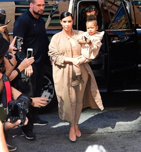 kim-kardashian-front-row-kanye-west2