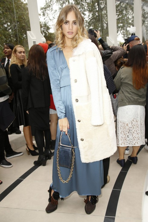 suki-waterhouse-front-row