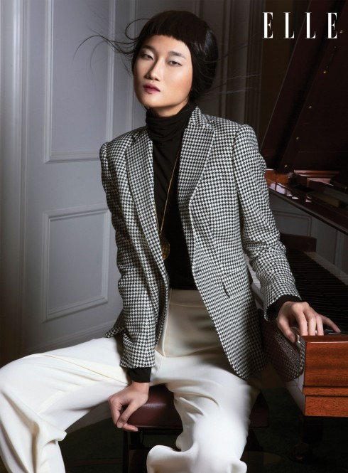 Áo len, Áo blazer Ralph Lauren, Quần Stella McCartney, Vòng cổ Céline