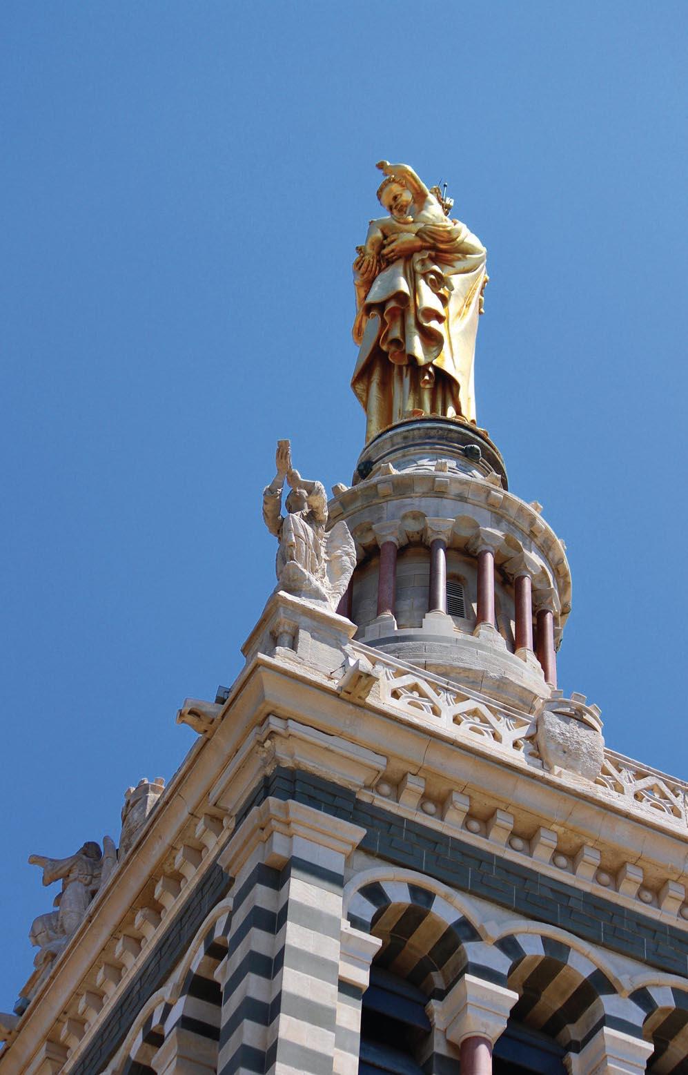 Cận cảnh nhữngđường điêu khắc hài hòa trên công trình kiến trúc cổ.