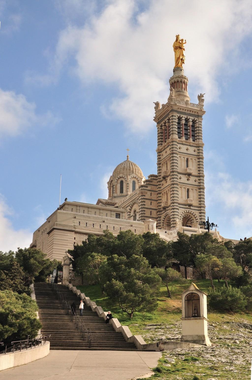 Nhà thờ Notre-Dame dela Garde lộng lẫy.
