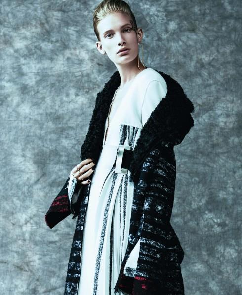 Trang phục Proenza Schouler, Nhẫn Spinelli Kilcollin, Hoa tai Lady Grey
