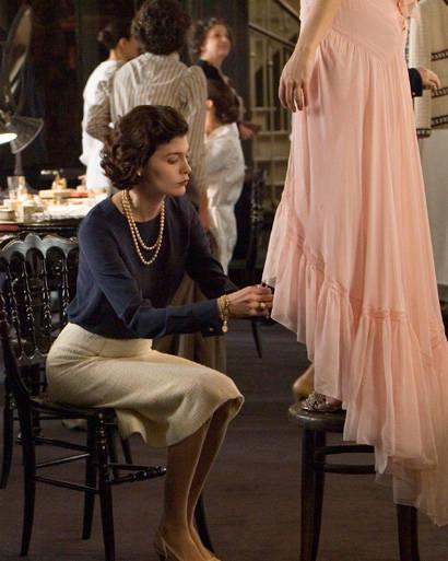 Chân váy bút chì luôn mang đến sự thanh lịch trong thời trang của phái đẹp.