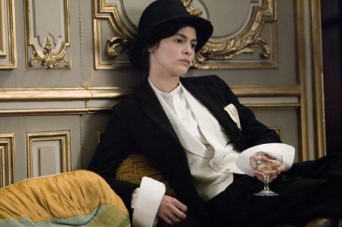 Hầu như CoCo luôn ưu ái loại phụ kiện này, nên hiếm khi các bộ trang phục của bà thiếu đi chiếc mũ xinh xắn này.