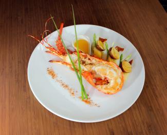 Cùng cảm nhận hương vị biển với thực đơn phong phú