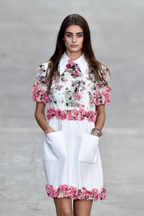 Xuất hiện trên sàn runway của Chanel trong BST Xuân-Hè 2015.