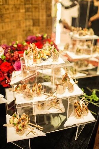 Đây là dịp các khách mời hòa vào không gian ấm cúng của cửa hàng, chuyện trò và thưởng thức champagne.