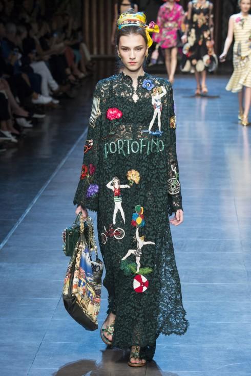Bạn có giật mình không khi trông thấy hình ảnh áo dài ẩn hiện đâu đó trong thiết kế ren màu xanh lá?