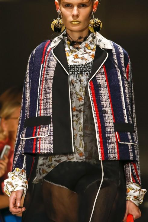 """Miuccia Prada mang đến cho mùa thời trang Xuân-Hè một BST về """"suit-váy""""."""