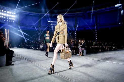 Không gian show diễn Versace.