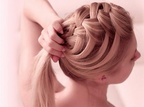 Hạn chế các dịch vu làm đẹp tóc cùng hóa chất sẽ giúp phục hồi tóc khỏe mượt hơn