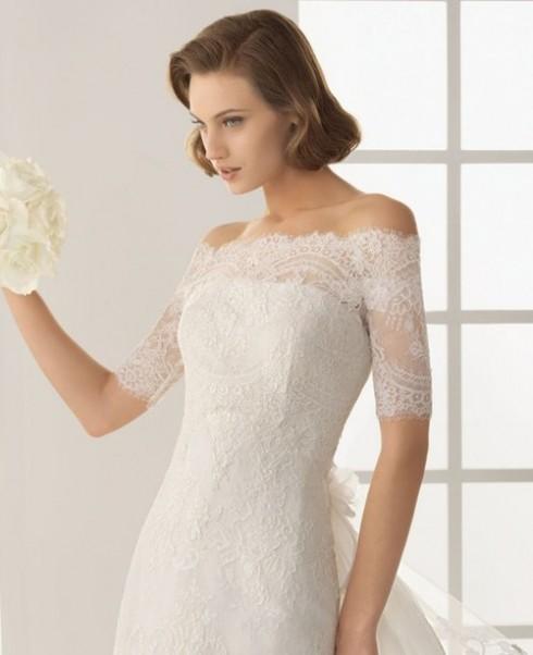 Uốn giả tóc ngắn cũng là một gợi ý không tồi cho kiểu váy cưới bằng ren