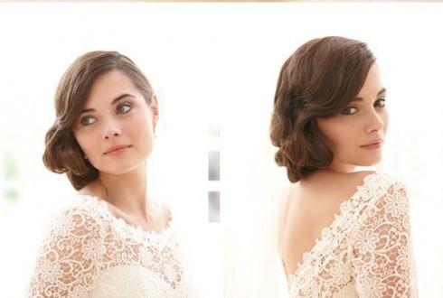 Ren - chất liệu tuyệt vời dành cho cô dâu và càng thêm phần hoàn hảo với kiểu tóc uốn xoăn nhẹ