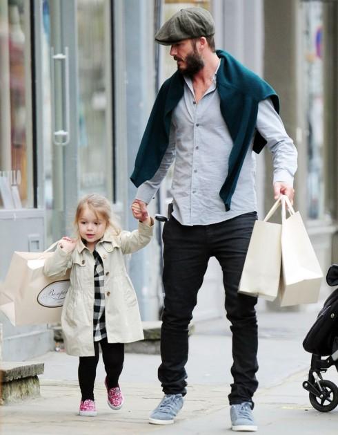 Tháng 3/2015 được bố David dẫn đi mua sắm.