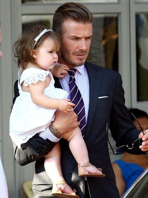 Tháng 7/2012, Harper mặt phụng phĩu đi ăn trưa với gia đình.