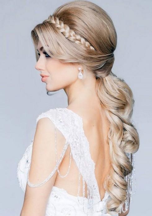 Hãy chuẩn bị mộ mái tóc thật khỏe mạnh cho hàng tấn kep xịt mà bạn sẽ phải dùng trong ngày cưới
