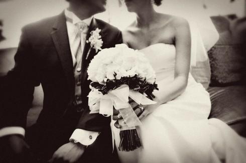 Hãy cố gắng sắp xếp công việc hợp lý, xin nghỉ vài ngày để để giúp cô dâu và chú rể có quãng thời gian thoải mái nhất trong ngày cưới