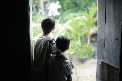 Trẻ con thì không biết nuôi nấng nỗi buồn lâu dài như người lớn.