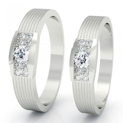 Cặp nhẫn ấn tượng với thiết kế vân chạy dọc trên thân