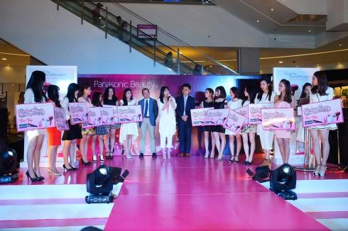 """Bên cạnh hoạt động trưng bày, trình diễn các tính năng của sản phẩm, Panasonic Beauty cũng đã chính thức phát động cuộc thi sắc đẹp """"Miss Panasonic Beauty Vietnam 2015"""". Cuộc thi nhằm tôn vinh những phụ nữ đã biết tận dụng những công nghệ mới của cuộc sống để làm đẹp hơn cho bản thân."""
