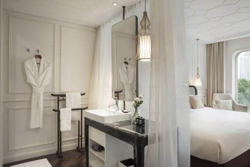 Hơi thở Pháp thế kỷ 19 được truyền tải đầy quyến rũ trong không gian phòng.